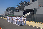 """Xem tàu hộ vệ """"Trăng Mùa Đông"""" Nhật Bản thăm Cam Ranh"""