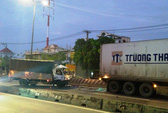 Tài xế xe tải chết thảm vì xe container đậu giữa đường