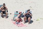 Thống đốc Mỹ và nghịch lý bãi biển bị đóng cửa