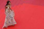 """""""Mốt"""" đầm xuyên thấu tấn công thảm đỏ LHP Cannes"""