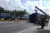 Lật xe buýt ở Bến Tre, 8 người chết và bị thương