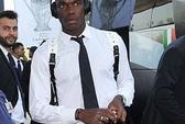 Từ chối ký tặng, Pogba bị fan M.U tấn công