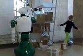 Cận cảnh Robot Nga cứu bé gái dù không được lập trình