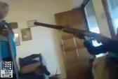 """Nghịch súng săn, bé trai 13 tuổi bắn chết bạn khi đang """"live"""""""