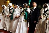 Điệu nhảy lạ lùng cùng thanh kiếm của Tổng thống Trump