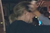 Động viên nạn nhân chung cư bị cháy, Adele được khen