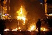 Biểu tình bạo lực phản đối G20, gần 200 cảnh sát bị thương