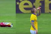 Cầu thủ nốc bia giữa sân trước khi ghi bàn