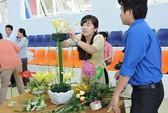 210 thí sinh thi cắm hoa, làm mứt