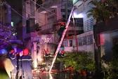 Cháy nhà lúc nửa đêm, cả gia đình nháo nhào thoát thân