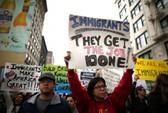 """Mỹ: Sắc lệnh nhập cư mới sẽ """"tha"""" người có thẻ xanh"""