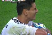 Chấn thương ghê rợn, thủ môn khóc ngất tại sân