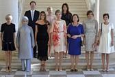 """Giải mã người đàn ông trong ảnh """"chị em""""của Hội nghị NATO"""