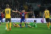 Arsenal thua đậm Crystal Palace, hết mơ tốp 4