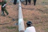 Trụ điện ngã khi đang thi công, 2 công nhân thương vong