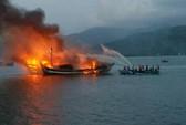 Hàng loạt tàu cá Bình Định bỗng dưng bốc cháy