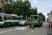 TP HCM: Ngã khỏi xe máy, người phụ nữ bị xe buýt cán chết