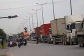 3 xe container tông liên hoàn trên xa lộ Hà Nội