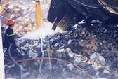 Xót lòng cảnh hoang tàn sau vụ cháy ở quận 4