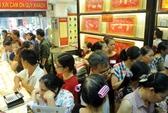 Người mua vàng lãi đậm nhưng vẫn hồi hộp