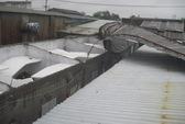 TP HCM: Gió lớn tốc mái 10 phòng trọ