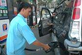 Giá xăng dầu khó giảm mạnh vì thuế cao?