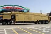 """Iran """"khoe"""" 30 tên lửa tầm xa"""