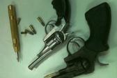Bọc 3 khẩu súng phóng bạt mạng trên đại lộ