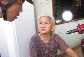 Phá cửa, bế cụ bà 84 tuổi thoát khỏi căn nhà đang cháy