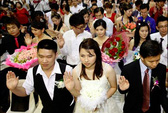 """Đổ xô đám cưới trong ngày đẹp trước """"tận thế"""""""
