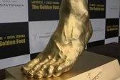 Nhật Bản tạc tượng bàn chân Messi bằng vàng