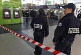 Pháp: Bắt nghi phạm đâm binh sĩ ở Paris