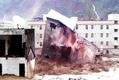 Lở đất, 40 người bị chôn sống