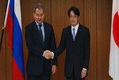 """Mới """"chọc giận"""" Trung Quốc, Nhật lại """"thân mật"""" với Nga"""
