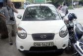 Nữ tài xế taxi liên tiếp tông CSGT lên nắp capo