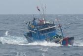 Cứu 31 ngư dân Quảng Nam gặp nạn trên biển