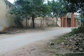 Nữ sinh đâm nhau chết trước trường THPT Đồi Ngô