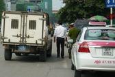 Hà Nội: Taxi tông chết người đi xe đạp