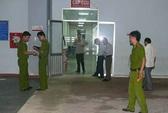 Theo nạn nhân vào bệnh viện, bị đâm chết