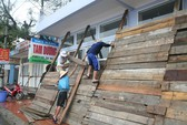 Hải Phòng: Đồ Sơn bị ngập, khách du lịch sơ tán khẩn cấp
