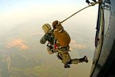 Xem đặc công luyện nhảy dù chống khủng bố