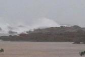 Một hòn đảo trên vịnh Hạ Long bị sạt lở