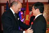 CEO Vietnam Airlines nhận Bắc đẩu Bội tinh