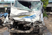 Xe tải lấn làn tông xe khách, 21 người nhập viện