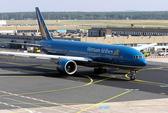 Máy bay Vietnam Airlines hạ cánh khẩn cấp tại Uzbekistan