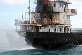 Cháy cabin, thủy thủ để tàu chạy tự do