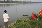Bất ngờ phát hiện thi thể nổi trên sông Hồng