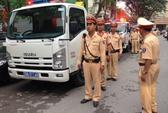 Hà Nội: CSGT không hỏi giấy phép xe chở quá tải cứu trợ bão Haiyan
