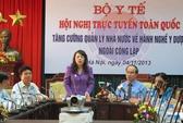 Nữ cử tri mang bầu khóc với Bộ trưởng Nguyễn Thị Kim Tiến