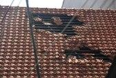 Dân tố máy bay hạ cánh xuống Tân Sơn Nhất làm tốc mái nhà